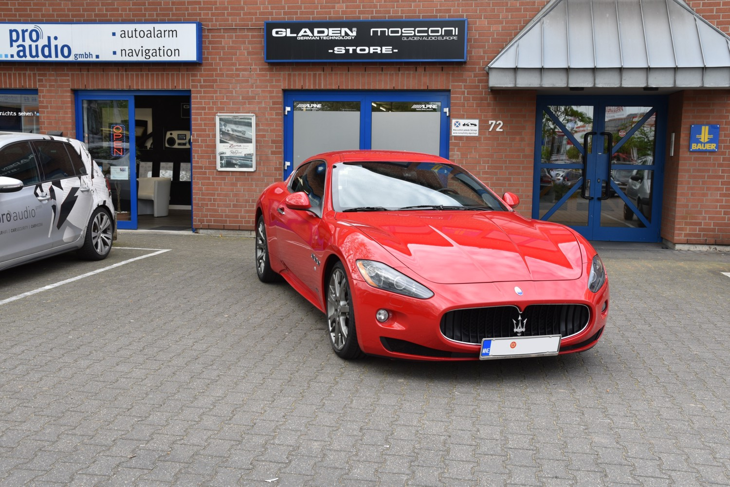 maserati granturismo s navigation bluetooth applecarplay alpine Auto 01